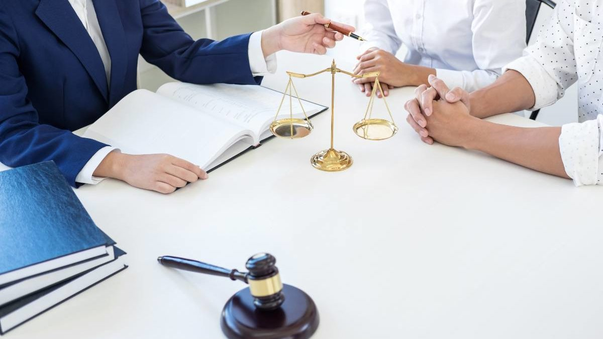 What are the different services offered by estate planning lawyers?